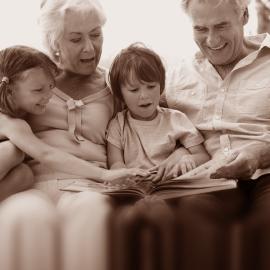 Knihy vzpomínek a retro dárky pro seniory