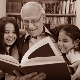 Knihy vzpomínek a retro dárky pro dědečka